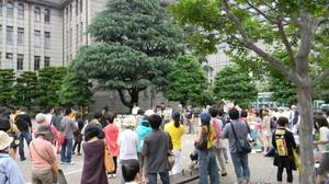 Addio al nucleare @ Kyoto 11 giugno 2011  davanti al municipio: cominciano ad arrivare i partecipanti al corteo