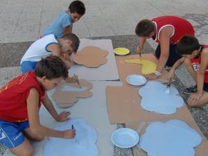 """Bambini al lavoro durante il progetto ideato dal Comitato """"Donne per Taranto"""""""