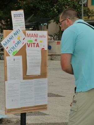Notizie sull'iniziativa e sull'ordinanza del Comune che nel 2010 ha vietato nel quartiere il gioco a contatto con il terreno