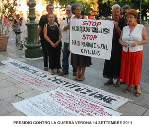 """Verona, piazza Bra' 14 settembre 2011, """"Stop alla guerra in Libia"""". Promotori: Donne in Nero, Presidio di Palazzo Carli contro la Guerra."""
