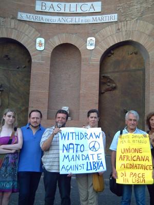 """""""Allontanate la Nato dalla Libia"""". Roma, 15 settembre 2011. Foto scattata al seminario sull'energia del Forum energia"""