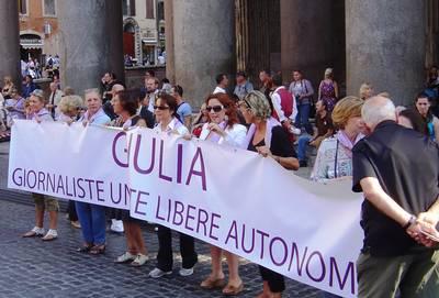 Mobilitazione al Pantheon, 29 settembre 2011. E' nata GIULIA, la rete delle giornaliste che pretendono libertà e dignità nel lavoro