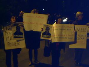 Manifestanti romani contro la prossima guerra all'Iran da parte delle potenze nucleari.