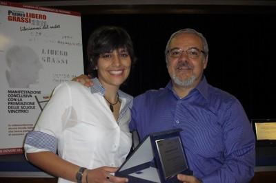 """Arianna Tascone con Salvatore Cernigliaro, presidente di """"Solidaria"""", cooperativa che organizza il Premio """"Libero Grassi"""""""