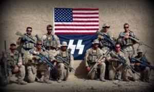 Marines in Afghanistan con i simboli delle SS. La foto è autentica ed è del 2010. Un portavoce dei marines ha condannato l'uso dei simboli nazisti senza specificare quali provvedimenti siano stati presi.