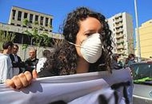 Studenti davanti al Tribunale di Taranto