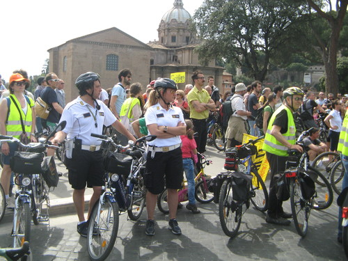 Campagna Salvaciclisti a Roma. Polizia Municipale in bicicletta