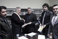 Il sindaco Vincenzo D'Asaro e il General Manager del Ministero della Cultura Abass Abdulrazaq