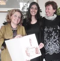 Selay Ghaffar tra Susanna Agostini e Silvia Ricchieri