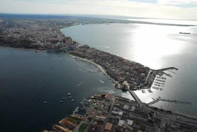 Taranto. I due Mari circondano la città Vecchia
