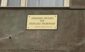 Targa nel quartiere Tamburi a Taranto, vita e morte di un operaio