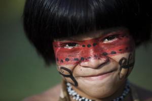 Un bambino della tribù Guarani Kaiowa.