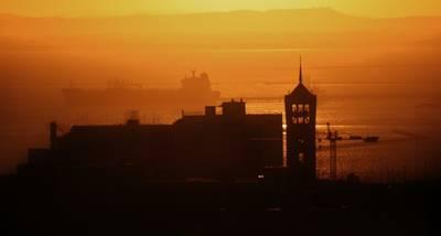 una immagine di taranto al tramonto