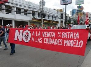 "Manifestazione contro le ""ciudades modelo"" © Foto Luis Méndez"