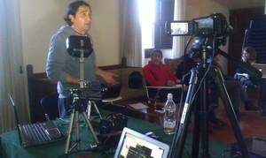 Ecco Luciano, il gestore della neonata Web TV. Ed ecco le potenti attrezzature per la messa in onda...