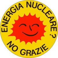Catena umana contro il nucleare civile e militare a Parigi
