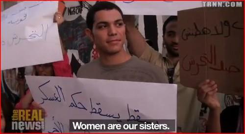 Piazza Tahrir, gennaio 2013. Uno dei giovani solidali con le donne (aggrediti anch'essi dopo la manifestazione)