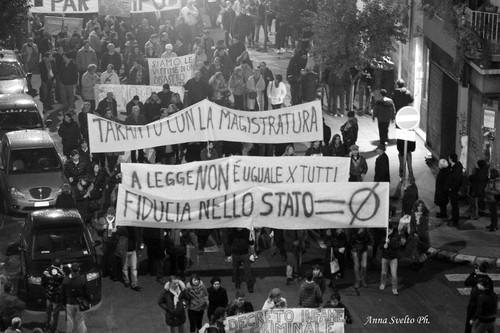 15 dicembre 2012. Manifestazione a Taranto dopo il decreto-legge Salva-Ilva (foto Anna Svelto)