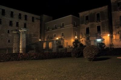 Taranto. Isola Città Vecchia (tempio di Poseidone e zona Università)