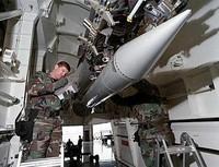 Il regalo di Obama all'Europa: le nuove armi nucleari B61-12
