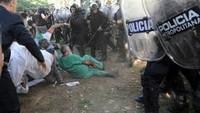 """la polizia attacca i lavoratori de """"El Borda""""/1"""