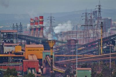 gli impianti dell stabilimento Ilva di Taranto