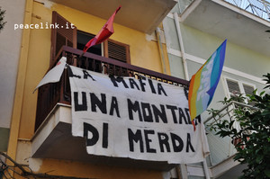 cinisi, il balcone della casa di Peppino che affaccia sulla via principale del paese