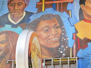 Murales di Assata Shakur