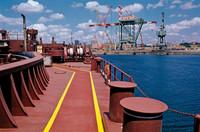 Inquinamento nel porto di Taranto: la morte può attendere?