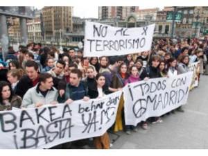 Manifestazione contro il terrorismo in Spagna. Foto Ansa.
