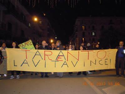 L'associazione Nimby Trentino a Taranto, il 15 dicembre 2012 (foto f.gravame)