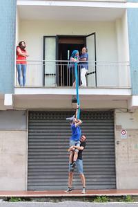 Uno dei giochi urbani reinterpretato in chiave...fiabesca
