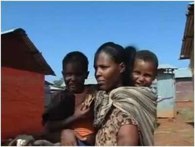 Una donna eritrea arrivata in un campo profughi