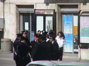 forze dell'ordine in piazza, Ortona (Ch)