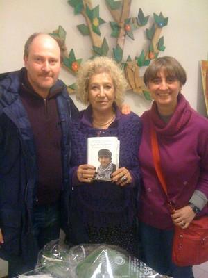 Con Egidia Beretta Arrigoni, madre di Vittorio Arrigoni- Vik Utopia, presso la Libreria Pagina18 di Saronno (MI)