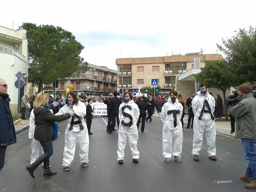 Inizia la Marcia promossa dal giornale Cosmopolis