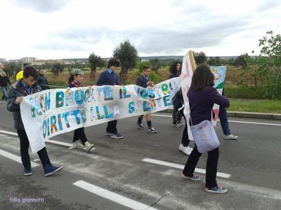 Un'immagine del percorso della marcia del 6 aprile, fuori dall'abitato di Statte
