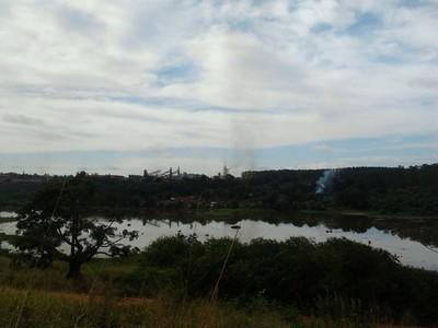 Laguna inquinata a Piquià de Baixo, quartiere della città di Açailândia, Brasile (foto B.Ruscio)