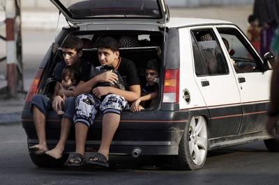 In fuga da Gaza (foto Repubblica)