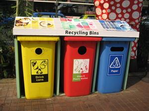 Cassonetti per il riciclaggio dei rifiuti