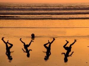 L'artista israeliano Amir Schiby ha creato questa immagine per un tributo a Mohammed, Ahed, Zakaria, e Mohammed Bakr, i quattro bambini dilaniati dal fuoco della marina israeliana il 16 luglio 2014 sulla spiaggia di Gaza City