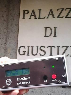 Le misurazioni vengono effettuate con l'analizzatore di IPA Ecochem PAS 2000 CE.