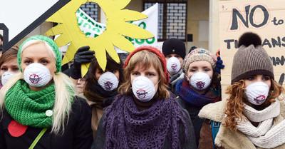 Manifestanti durante la Conferenza di Varsavia sul clima (novembre 2013)