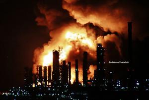 L'incendio della raffineria di milazzo nelle prime ore della notte