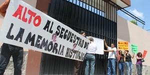 Manifestazione per la consegna degli archivi (Foto Archivio)
