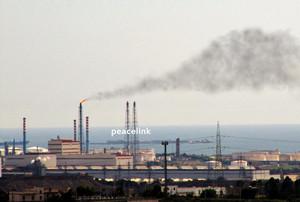 i fumi della raffineria eni di taranto