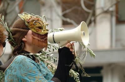 Una manifestazione per la salvaguardia degli ulivi