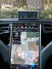 Analizzatore Ecochem PAS 2200 CE sul cruscotto della Tesla
