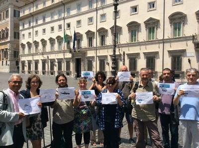 Davanti a Palazzo Chigi per chiedere controllo export militare