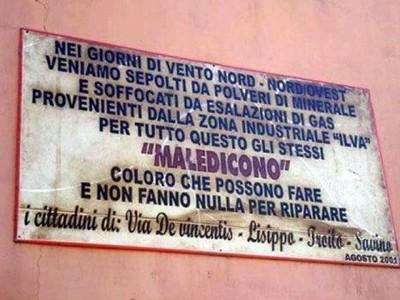 Targa nel quartiere Tamburi di Taranto
